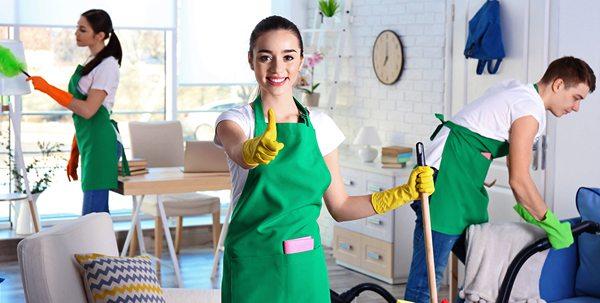 Прибирання котеджу або заміського будинку