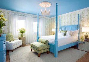 Інтер'єр спальні в синьому кольорі