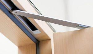 Як правильно вибрати дверний доводчик?