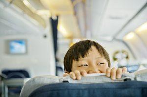 Дитина у літаку